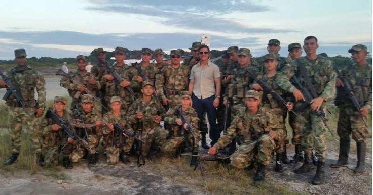 El actor norteamericano estuvo con los soldados del Batallón de Infantería de Selva, en el departamento del Amazonas al sur de Colombia.