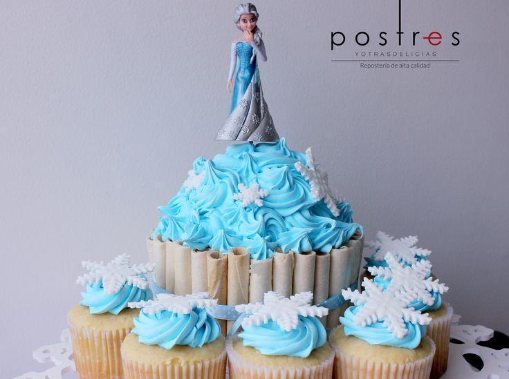 Cupcake Frozen #frozen #tortastematicas #mesasdeduces #cupcakes #postresyotrasdelicias