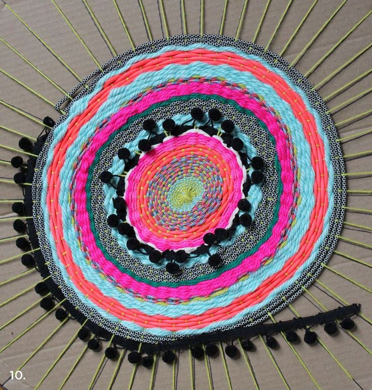 #How to #weave a circle mat from Rachel with A Beautiful mess blog. I've always loved their awsome projects and this looks much simpler than a hula hoop weave!