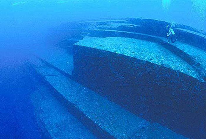 Bermuda Triangle secret, Crystal Pyramid in the Bermuda ... |Pyramid Bermuda Triangle