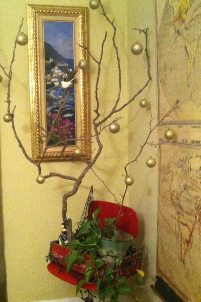 Minimalist Christmas tree. Cost: Free. Hassle: None. Looks: Delightful.