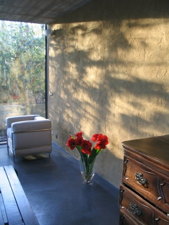 Leempleister voor het pleisteren van bakstenen muren binnen.