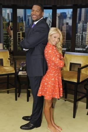 He's 6-feet-5. She's 5-feet-3. There's no way they should be seeing eye-to-eye. But on camera, morning TV co-hosts Michael Strahan and Kelly Ripa look evenly matched. We thought that maybe the set ...