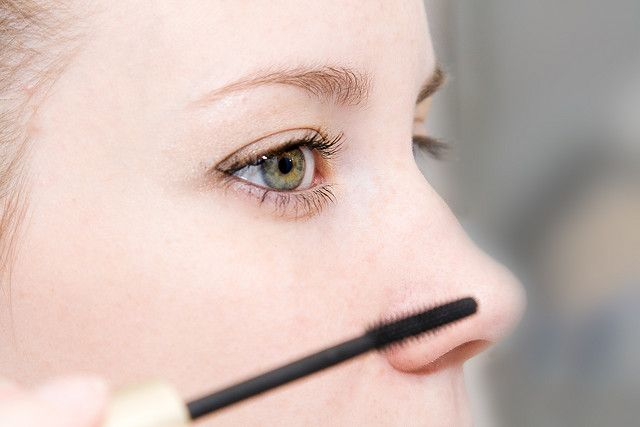 Dünne #Augenbrauen dicker schminken