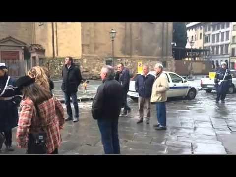 FIRENZE   MERCATO DI SAN LORENZO - LE OPERAZIONI DI SPOSTAMENTO DEI BANCHI
