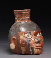 10 – Hacia el año 600, surge en la zona de Ayacucho la cultura Huari, cimentada en desarrollo de la andenería para el cultivo del maíz, la cual mostró un desarrollo urbanístico y una notable influencia Nazca y Tiahuanaco. Huari se expandió progresivamente por los Andes al norte hasta Cajamarca.