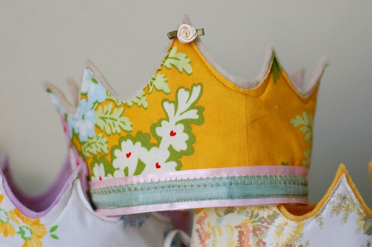 Fabric & felt crown tutorial - perfect for party favours