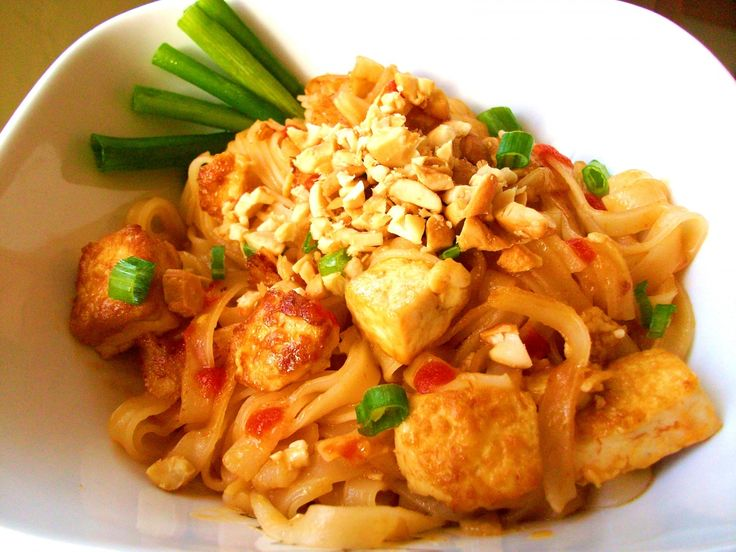 Quick & Easy Vegan Pad Thai recipe! This recipe is SO simple, it prepares in minutes. Get the recipe here: http://www.peta2.com/recipes/easy-vegan-pad-thai/