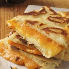 Pan naan relleno de queso