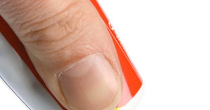 Datos sobre la pasta dental Colgate. Según Hcd2.bupa.co.uk., el principal objetivo de la pasta dental es limpiar y aportar fluoruro para proteger los dientes de las caries. Las pastas dentales de hoy en día contienen una variedad de ingredientes activos para proteger los dientes de las caries y la sensibilidad, blanquearlos y prevenir el mal aliento, también denominado halitosis. ...