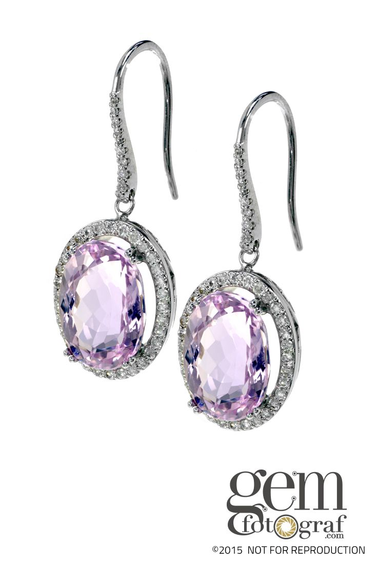 Kunzite is still a very young gemstone and it was not until 1902 that the New York jeweler and gemstone specialist George Frederick Kunz gave a comprehensive description of this stone. The stone had been discovered in California.