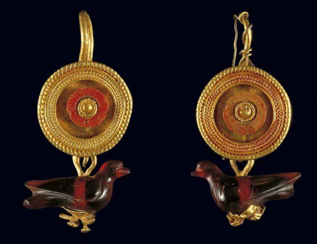 Χρυσά σκουλαρίκια - Benaki.gr
