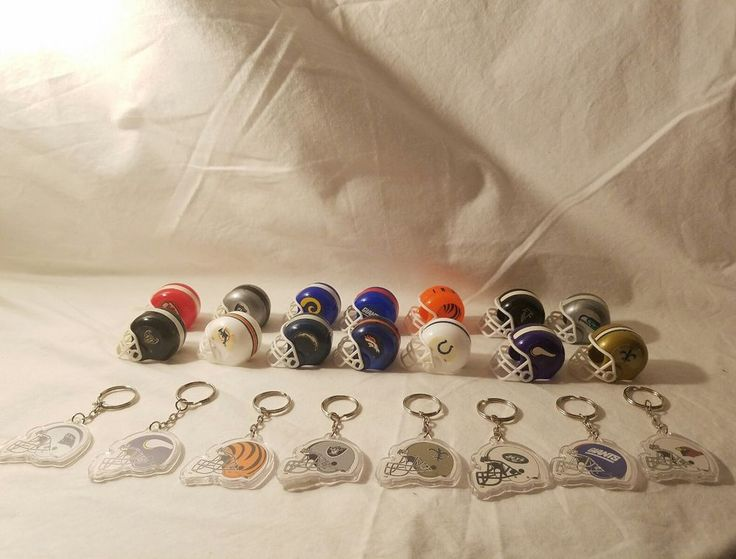 22 Vintage Gumball Vending Machine NFL Mini Football Helmets & Key Chains