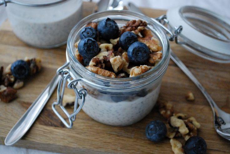 Chiapudding med blåbär & valnötter