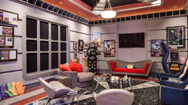"""Te koop Star Trek huis volledig ingericht als het ruimteschip """"Enterprise"""" met commando bruggen, sterrenstelsels en futuristische technologie. Lees meer en bekijk alle foto's op onze blog..."""