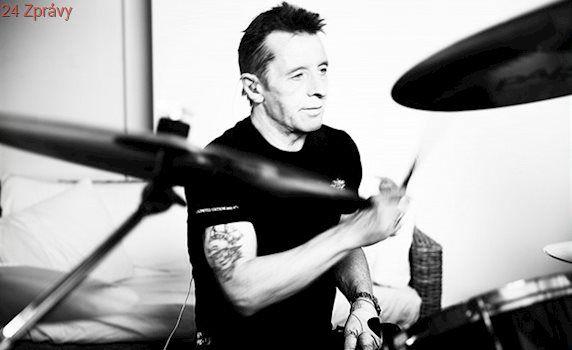 Vyberu jeden dva songy od AC/DC, slibuje Rudd před českými koncerty