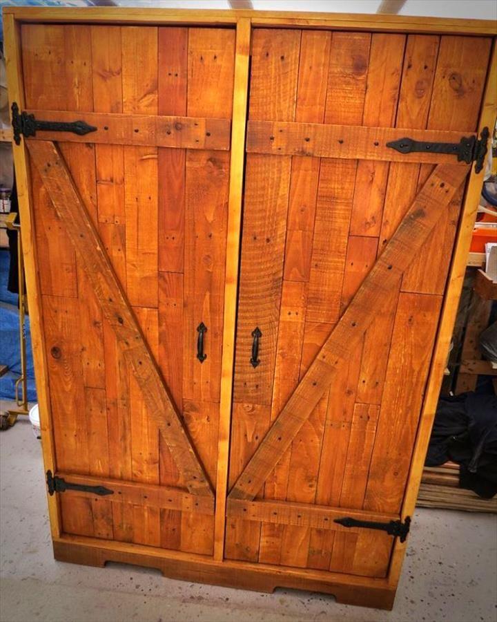 DIY Pallet Closet