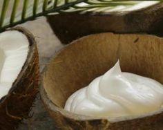 Masque capillaire au yaourt et huile de coco : http://www.fourchette-et-bikini.fr/recettes/recettes-minceur/masque-capillaire-au-yaourt-et-huile-de-coco.html
