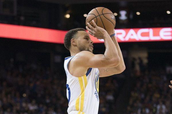 勇士隊明星后衛柯瑞(Stephen Curry)今天單場飆進6記三分球,從開幕戰起,前4場比賽一共投進22記三分球,刷新 ...