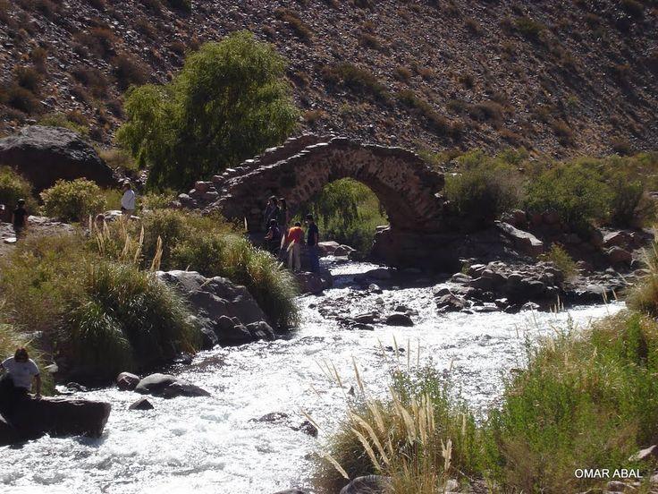 """""""""""PUENTE HISTORICO PICHEUTA"""""""" data del año 1790 es un puente de piedras, y su historia es que por ese paso puente desfilaron el Ejercito de los Andes, el ramal de los Generales, Las Heras y O Higgins, en el Cruze de los Andes hacia la liberacion Latinoamericana, Uspallata, provincia de Mendoza, Argentina"""