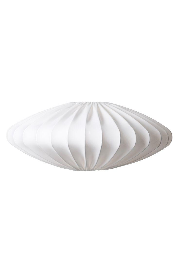 Ellipse är som ett vackert rymdskepp. Lampskärmen ger ett bra generellt ljus och den är perfekt som taklampa i hall, vardagsrum eller sovrum. Takupphäng ingår ej. Finns i två storlekar. Höjd 25 cm, dia 65 cm.