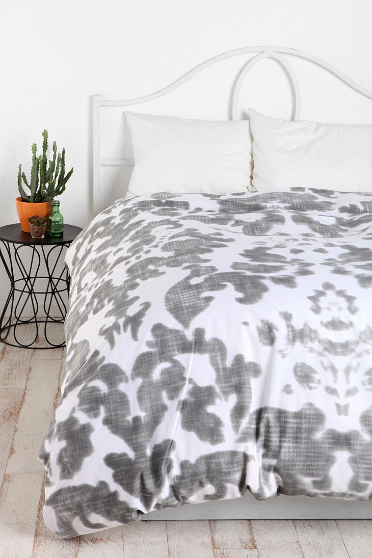 Plum & Bow Damask Duvet Cover #UrbanOutfitters F/Q $89