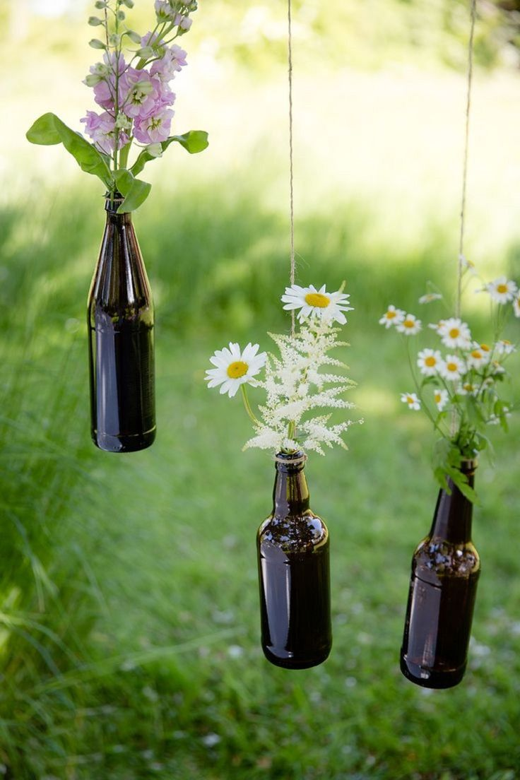 Hanging bottles tr dg rd pinterest bottle and flower for Bottle decoration