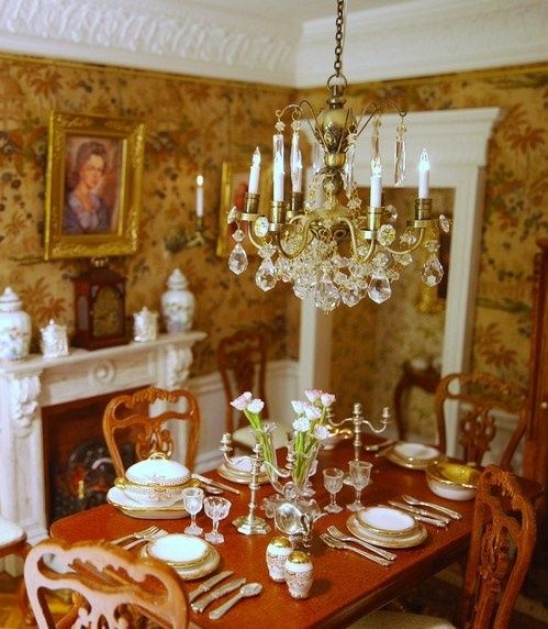 Victorian Traditional Dining Rooms: Dollhouse Miniature Victorian Home Decorating