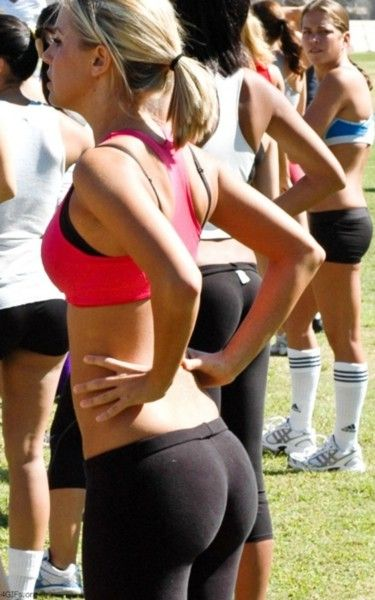 22 exercises for the perfect butt 2. Side Lunges