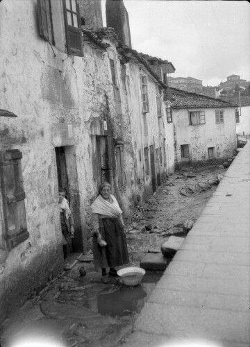 Autor: Otto Wunderlich (entre 1928 e 1936). Título: Santiago. Barrios Bajos. Mujer y niño.