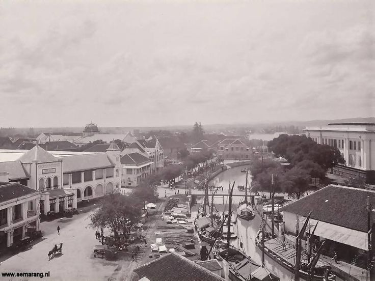 Semarang in the old days - The front of Stasiun Tawang