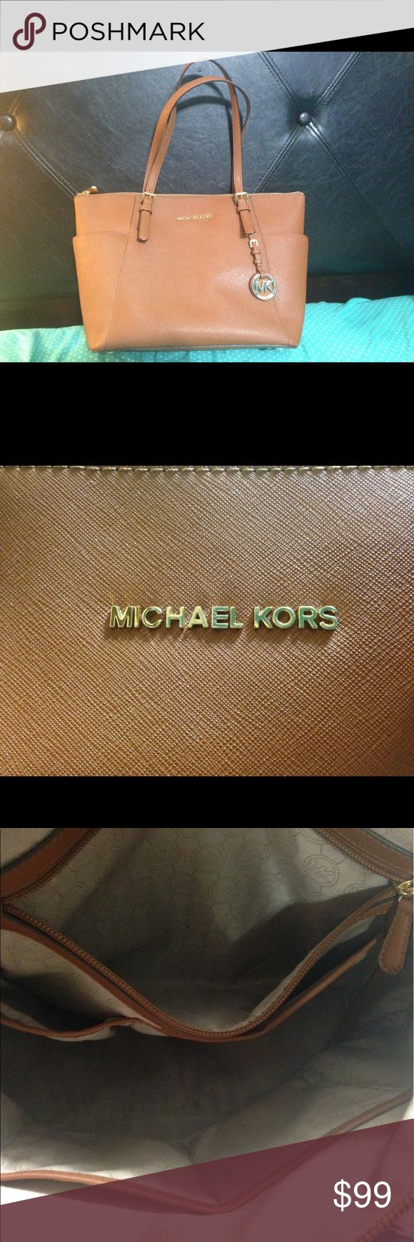 Michael Kors Jet Set Tote Michael Kors Jet Set Tote in great condition. Luggage (tan) color. Please don't hesitate to contact me if you have any questions. KORS Michael Kors Bags Totes