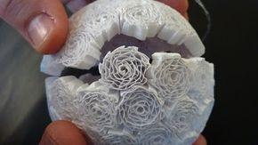 Riciclo Creativo - Craft and Fun: Quilling con carta riciclata: fai da te le decorazione di Natale con le tagliatelle di carta!