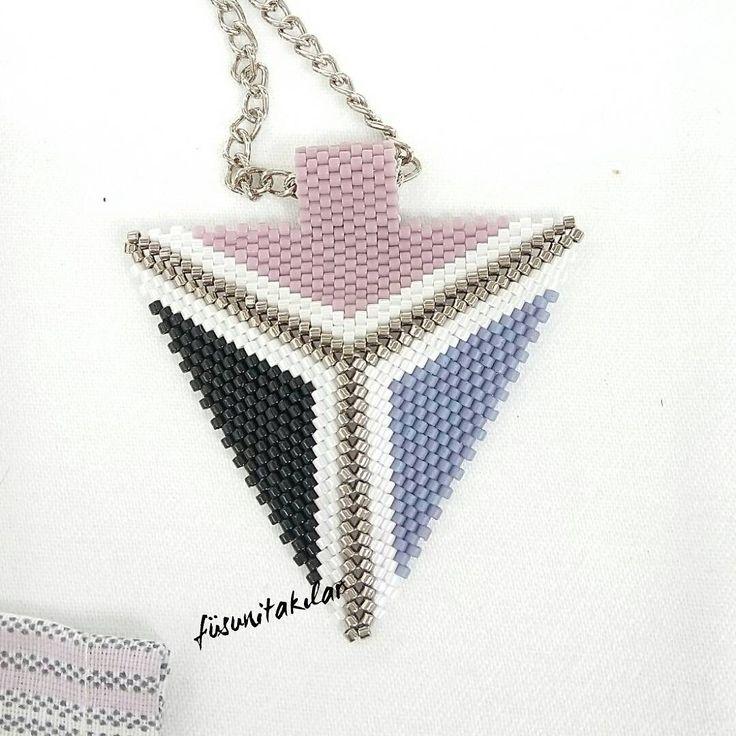 Miyuki üçgen kolye #miyukikolye #miyukibracelet #miyukibeads #miyukinecklace #necklace #miyukiboncuk #üçgenkolye #üçgenmiyuki #peyotestitch #peyote #boncuk #elyapımıkolye #elyapimi #elyapımıbileklik