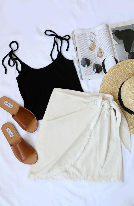 Love this simple skirt and tank top outfit!