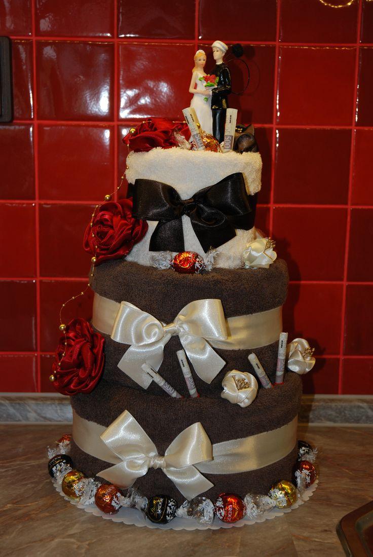 Svatební dort z ručníků vel 60cm šířka 40cm.