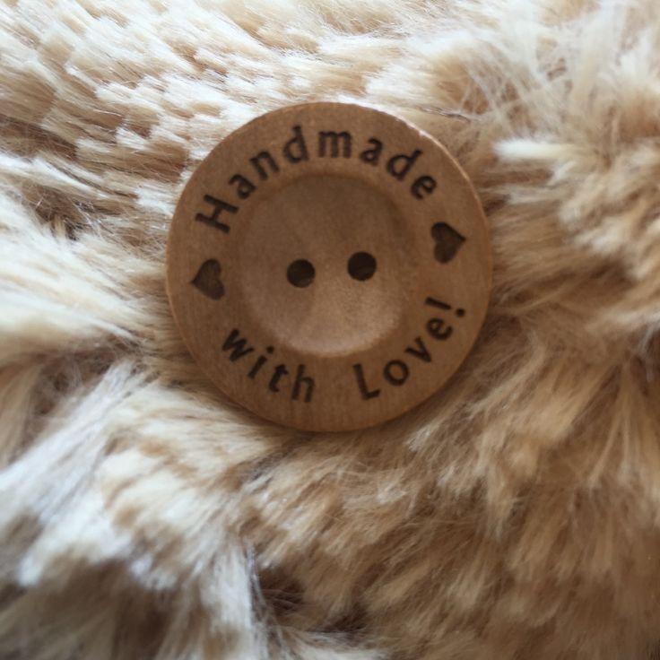 Houten knoop met tekst Handmade with Love! 25 mm