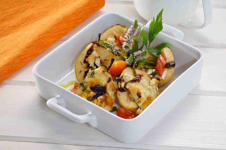 Pieczone gruszki z serem kozim i miętowym sosem #smacznastrona #przepisytesco #gruszki #serkozi #mięta #sosmiętowy #obiad #mniam