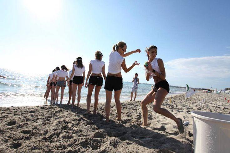 Sport e bellezza: le aspiranti Miss si sfidano in spiaggia