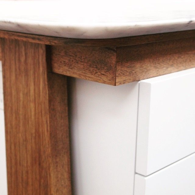 Our custom kitchen table details #underconstruction #carraramarble #sharknose #rubiomonocoat #oakwoodkitchens