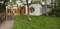 Vít Polák: Sluštice-Maitrea (mateřská škola s komunitním centrem) zakomponování vzrostlých stromů, světlíkovité prosvětlení, přírodní a zdravotně nezávadné materiály