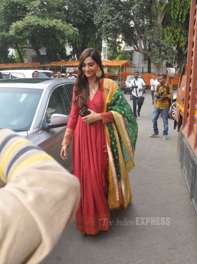 Sonam Kapoor at a 'Prem Ratan Dhan Payo' promo event. #Bollywood #PRDP #Fashion…
