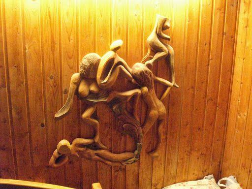 Naisia, reliefi koivua Women, relief Birch