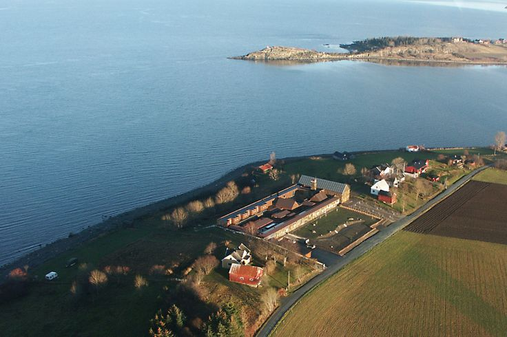 TAUTRA MARIAKLOSTER - A Cistercian nuns' monastery   The project is situated on the island Tautra in the Trondheimsfjord. It is a new monastery for 18 nuns, complete with a small church and all the facilities needed to make a living, as areas...