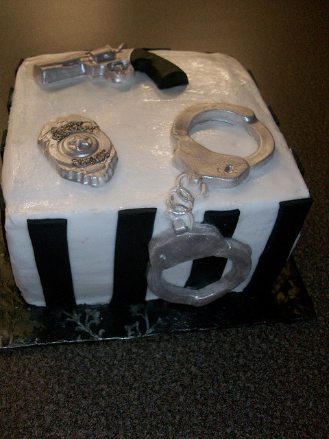 10 Best images about Cakes - Police Officer on Pinterest ...