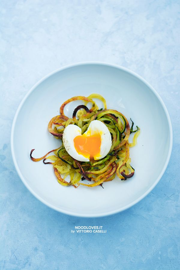 Soft boiled Eggs in zucchini and potato nest... simple but AMAZING!  Here the recipe http://noodloves.it/uova-barzotte-nidi-di-patate/    Tags: Potato basket, Brunch, Vegetarian