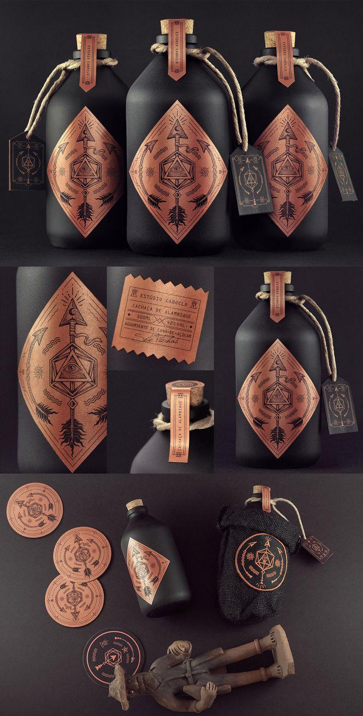 Allein durch das Papier hat man schon so einen lederigen holzigen Geruch in der Nase... Schön. → Mehr #Design #Packaging #Verpackung #Produktdesign #Flaschen #Ideen & #Inspiration auf pins.dermichael.net ▶▶