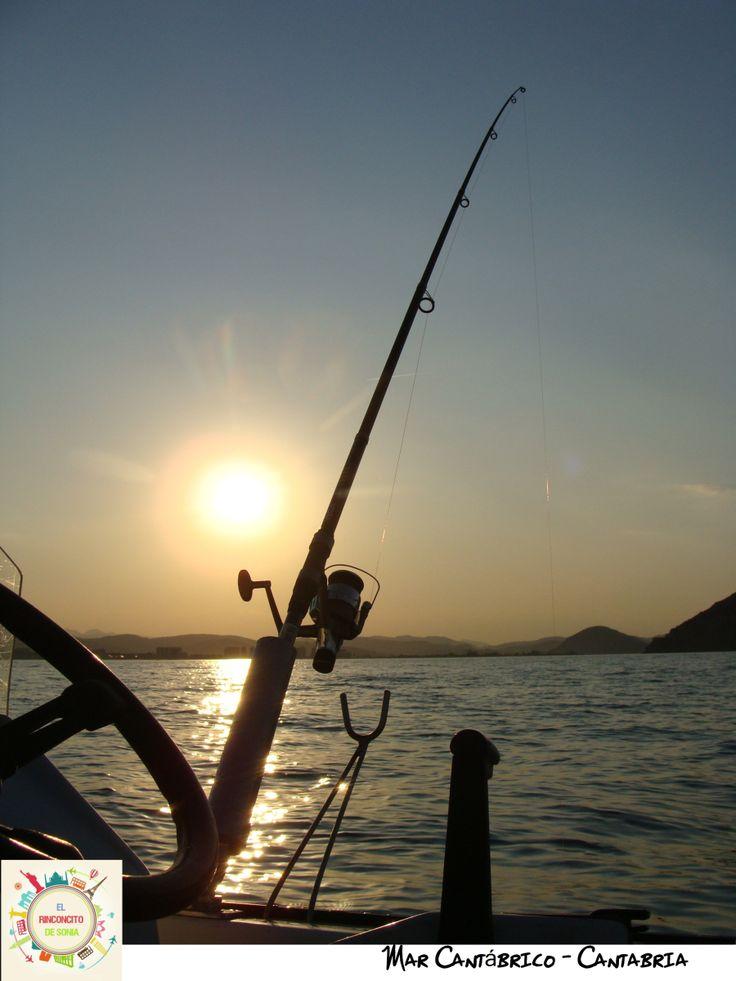Pescando en el mar Cantabrico.