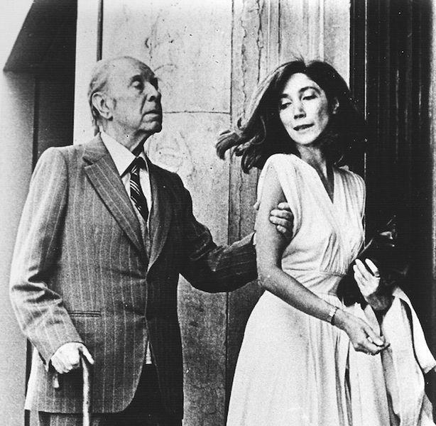 Jorge Luis Borges (Buenos Aires, 24 agosto 1899 – Ginevra, 14 giugno 1986) con María Kodama, sua ultima musa e seconda moglie.