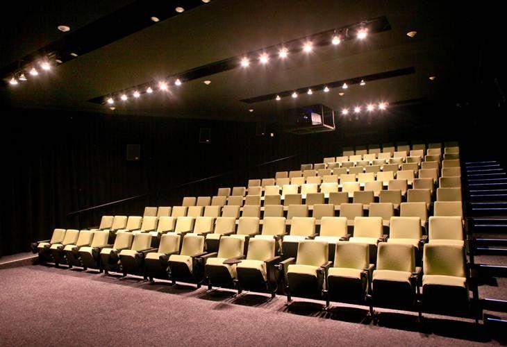 Ver una película no significa siempre gastar mucho dinero; ver cine gratis también es una posibilidad en la Ciudad de México con estas opciones